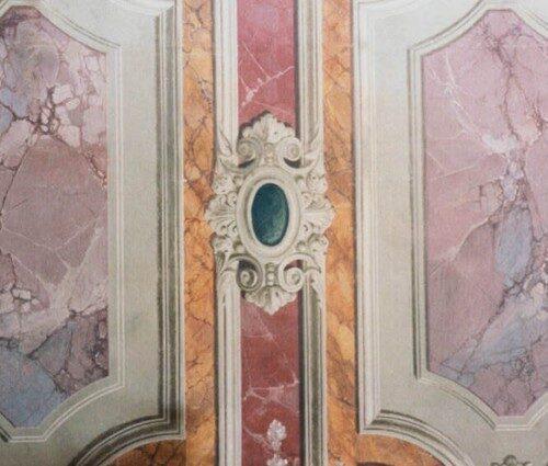 Rifacimento in tecnica antica (ad affresco) di particolare di balza finto marmo e cornici. Palazzo Pubblico - Siena
