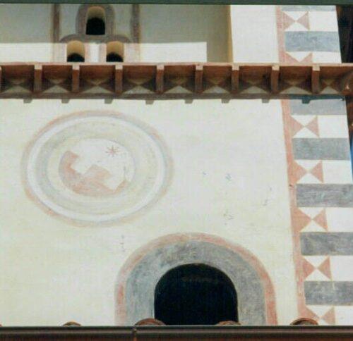 Decorazione eseguita in tecnica ad affresco, successivamente invecchiata. Villa privata - Arezzo
