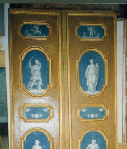 Porta laccata con formelle decorate su fondo azzurro sec. XVIII. Collezione privata - Perugia